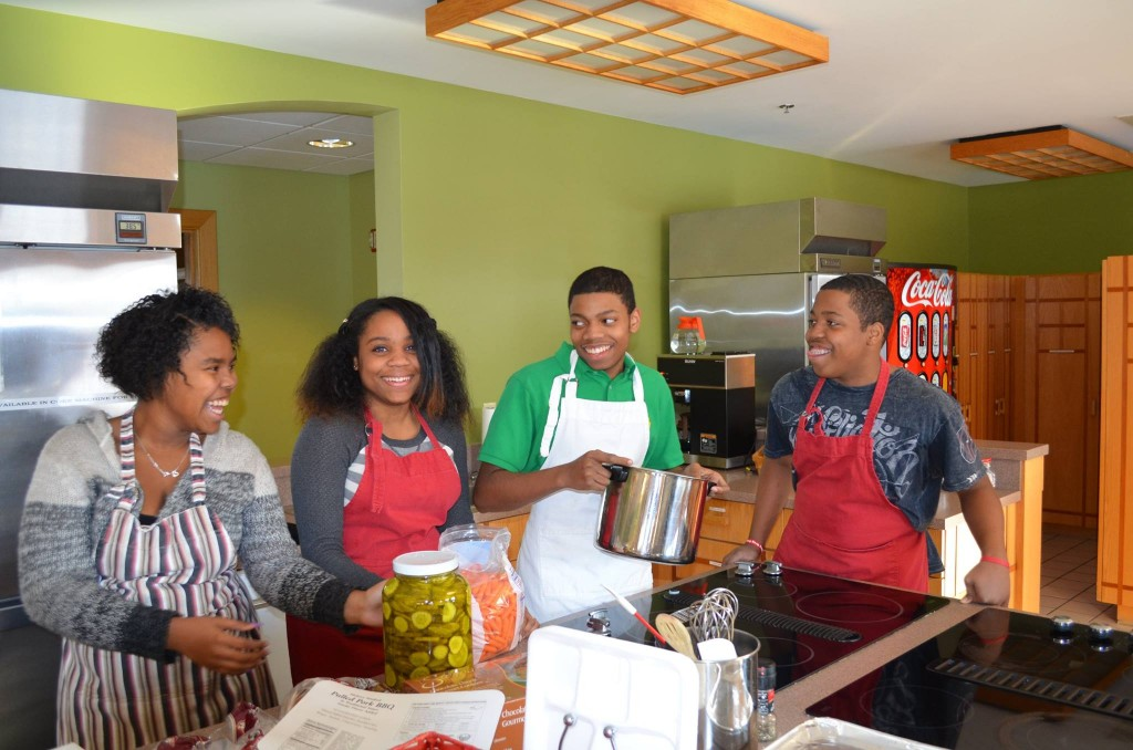 Sinclair Upward Bound students preparing a meal for RMHC families